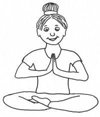 Eine Frau im Yogasitz.