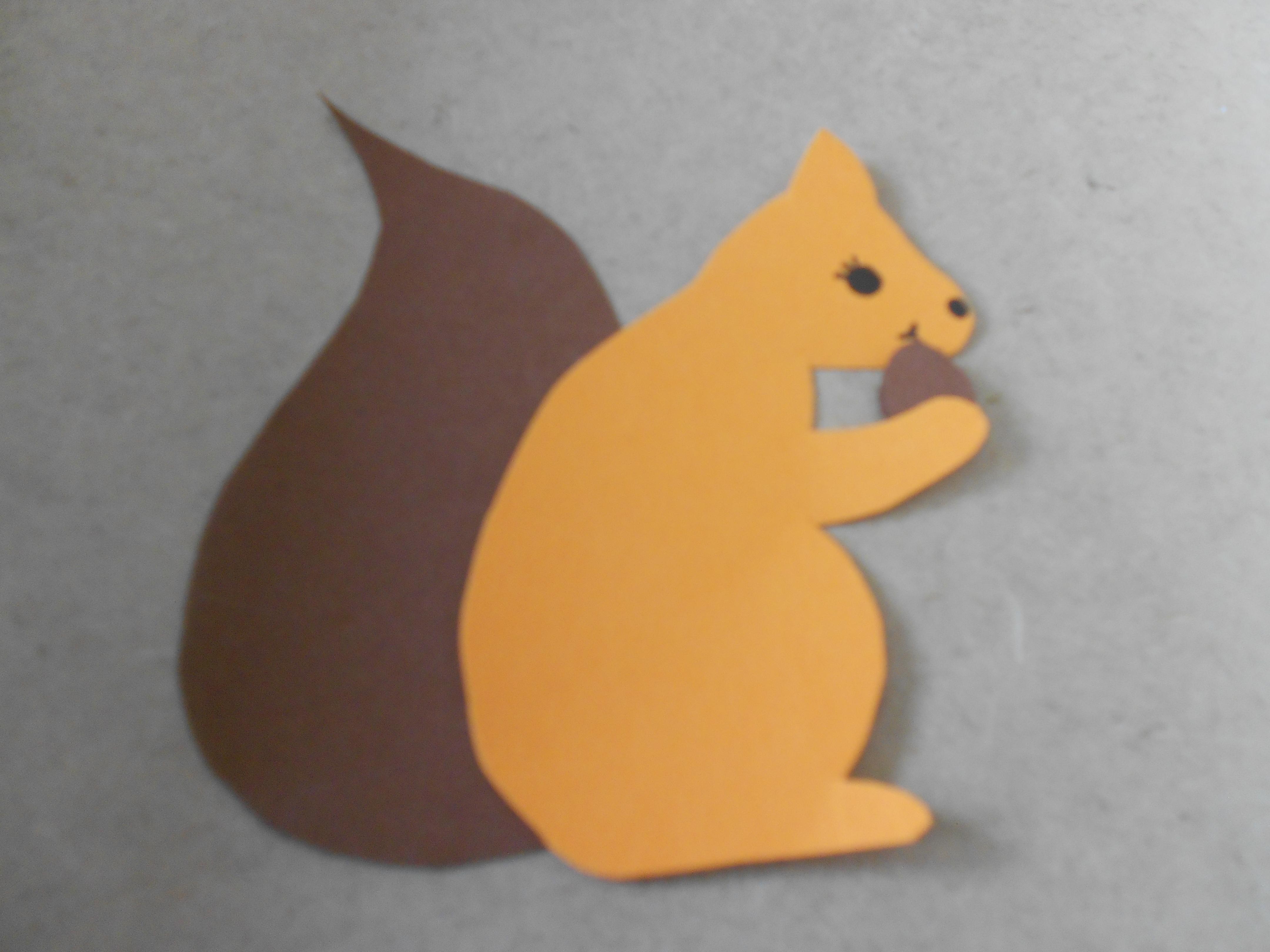 Ein Eichhörnchen aus Tonppapier