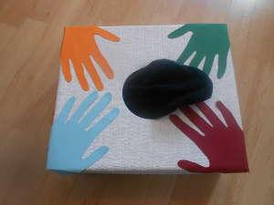 Eine Tastkiste für die Sinnesarbeit mit Senioren und