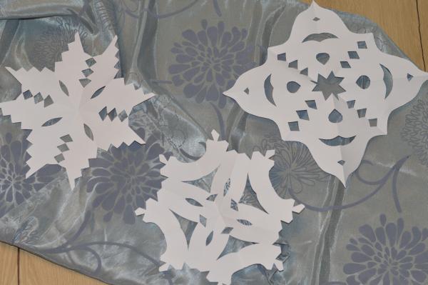 basteln mit senioren im winter schneeflocken aus papier